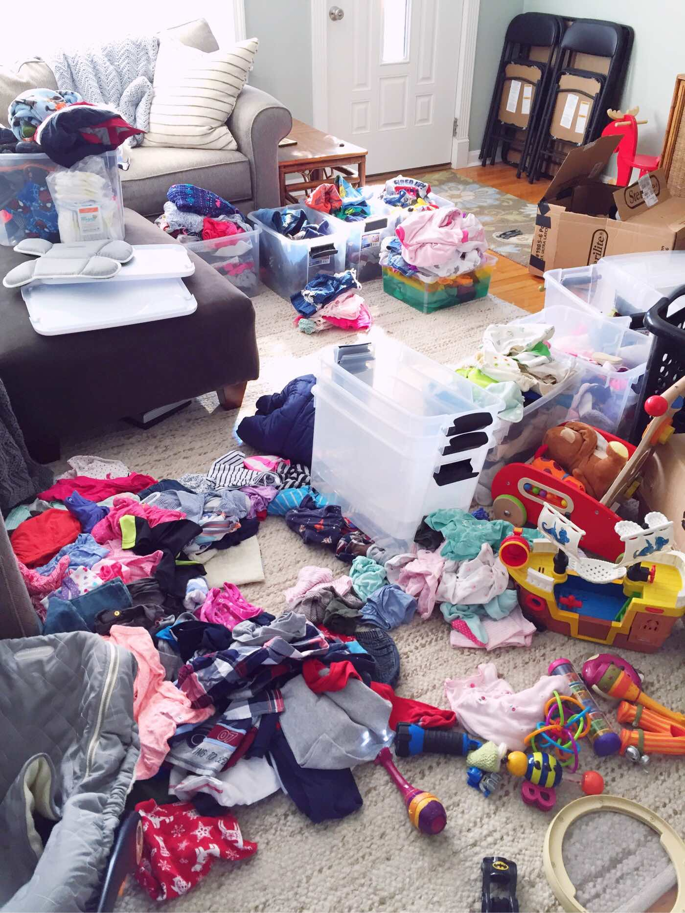 tidying up kids' clothes